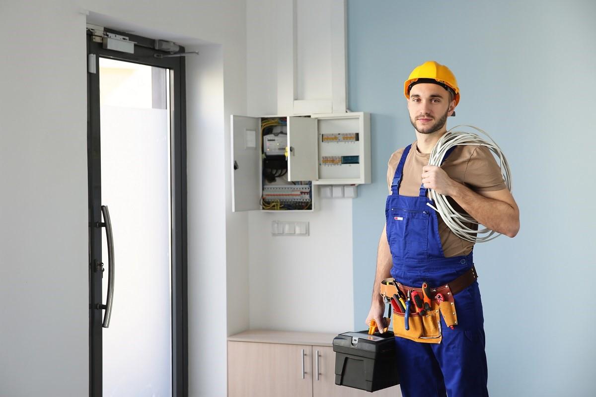 5 conseils pour reconnaître un plombier expert en dépannage électrique