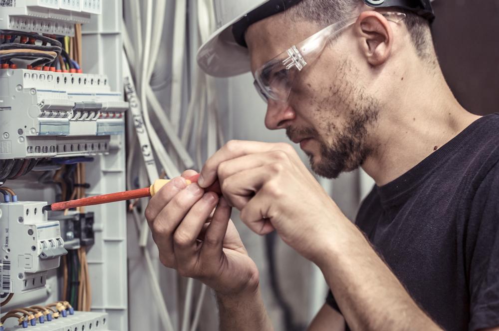 Comment faire appel à un électricien en urgence?